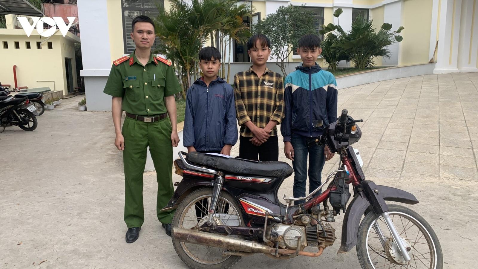 Sơn La: 3 học sinh cướp giật điện thoại để mang về dùng