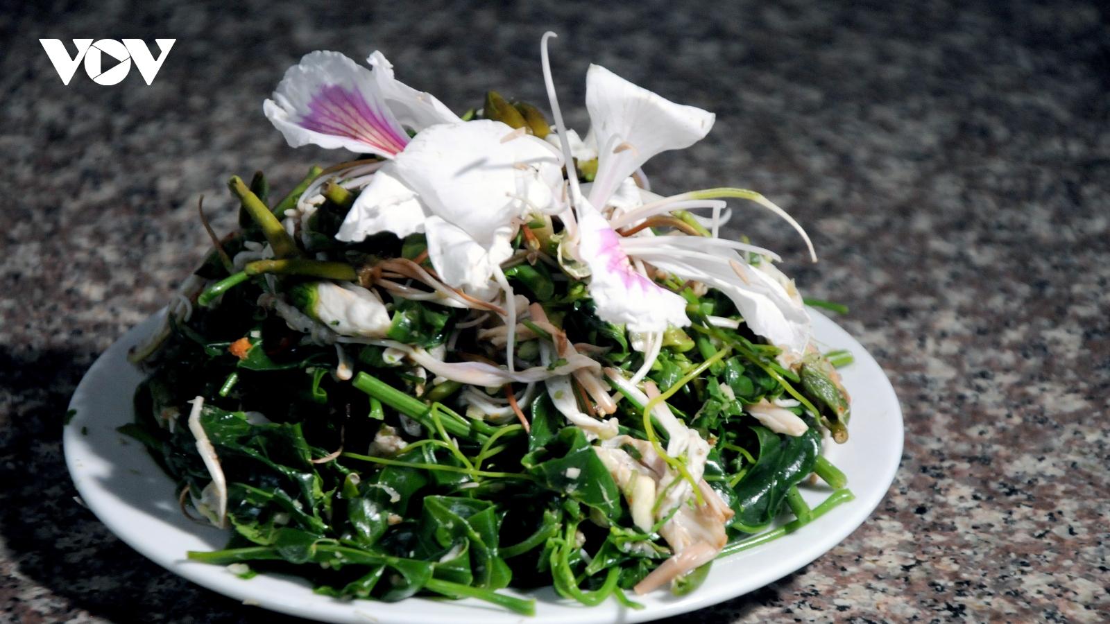 Lên Sơn La thưởng thức món ăn hấp dẫn từ hoa ban