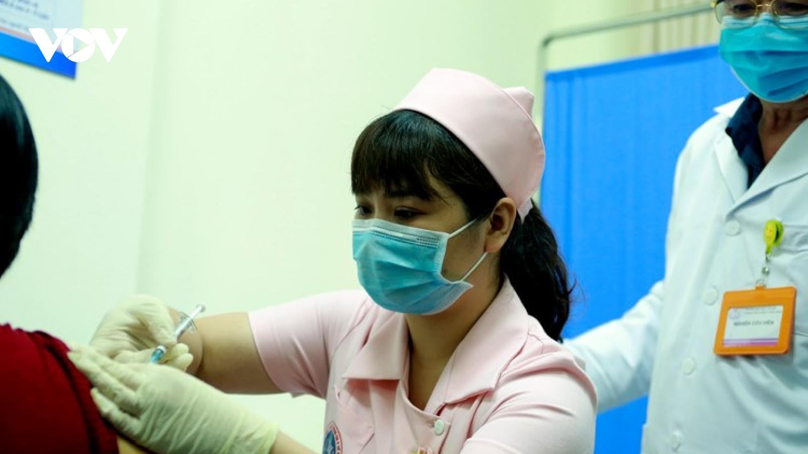 Sáng nay, 6 tình nguyện viên chính thức tiêm thử nghiệm vaccine COVIVAC