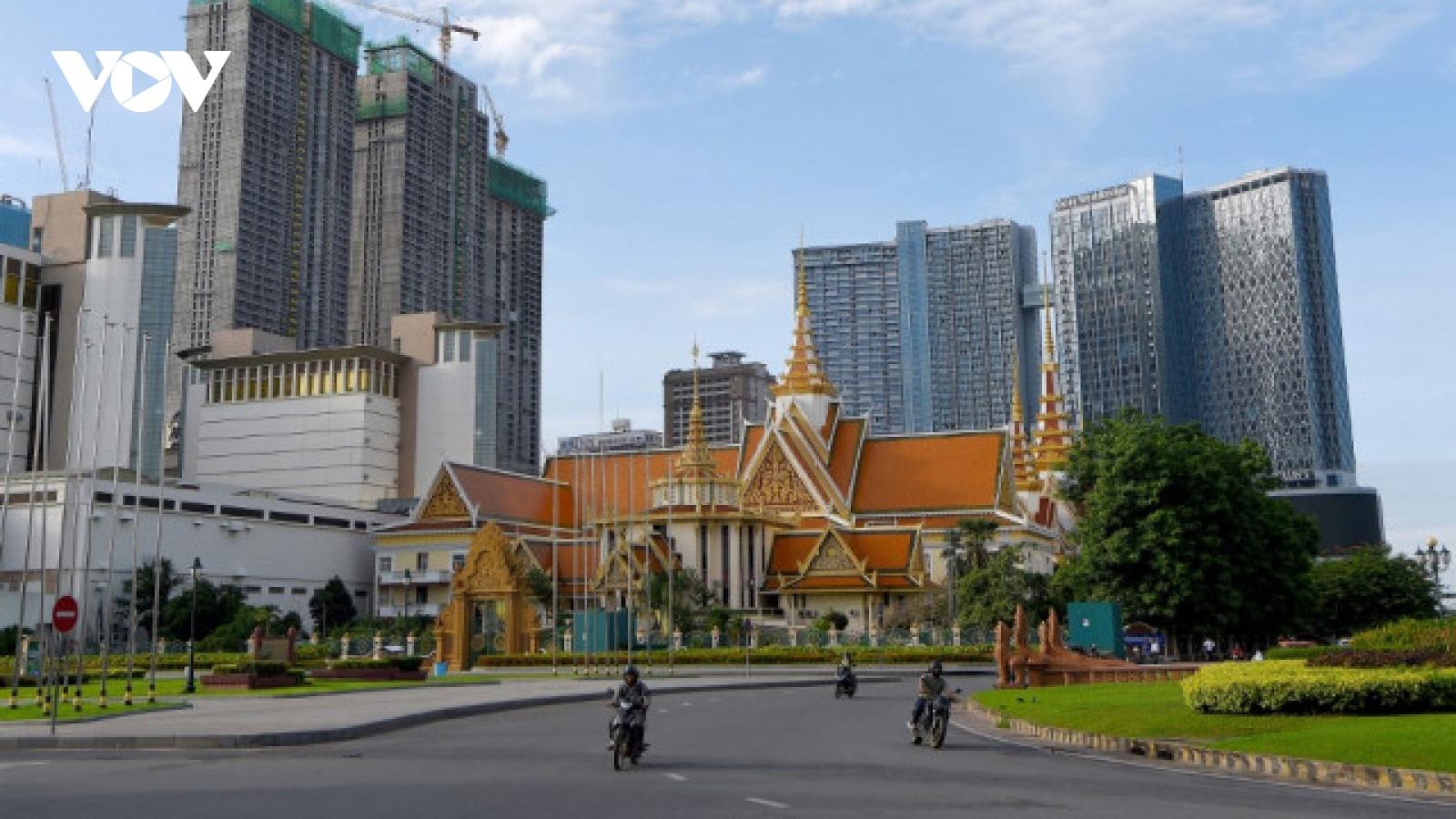 Đợt bùng phát Covid-19 làm gián đoạn sự phục hồi kinh tế của Campuchia