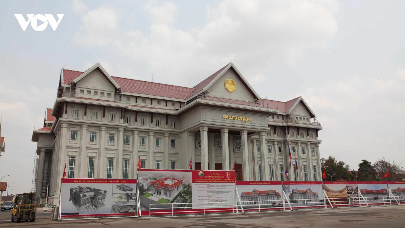 Tổng Bí thư Lào đánh giá cao nỗ lực thi công tòa nhà Quốc hội Lào mới của Binh đoàn 11