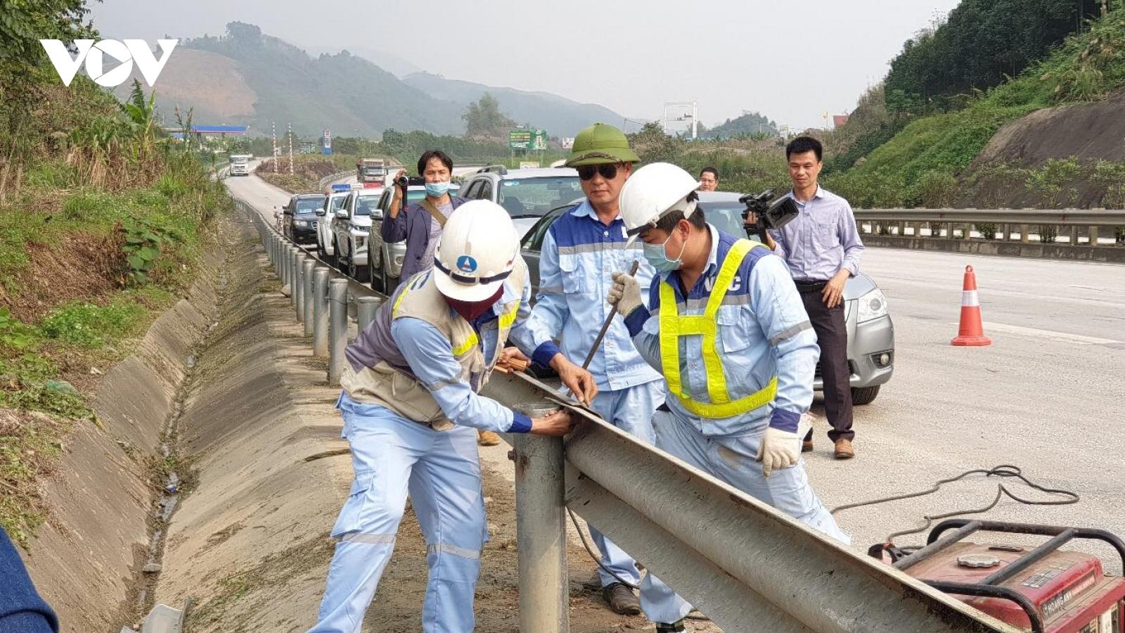 Tháo dỡ hộ lan cao tốc Nội Bài - Lào Cai là phá hoại tài sản quốc gia và sẽ bị khởi tố