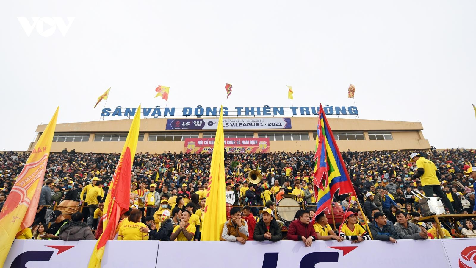 Đá bù vòng 3 V-League 2021: Cầu thủ có thân nhiệt trên 37,5 độ C không được thi đấu