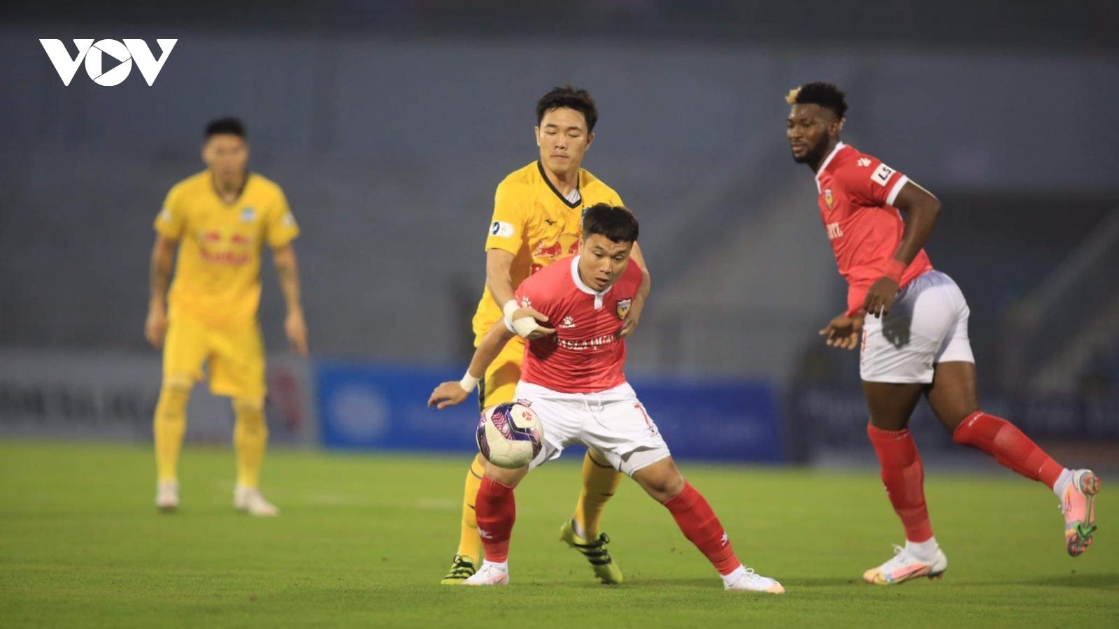 Chia điểm với Hà Tĩnh, HAGL lỡ cơ hội lên ngôi đầu V-League 2021