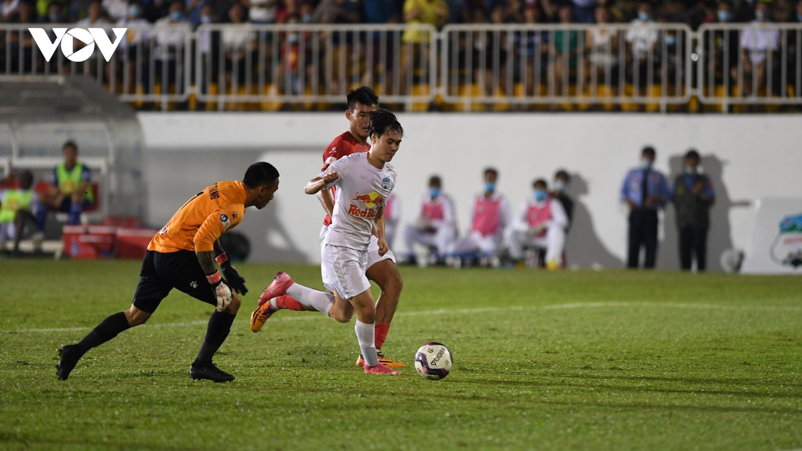 Công Phượng, Văn Toàn thăng hoa, HAGL thắng đậm CLB TPHCM để duy trì ngôi đầu V-League