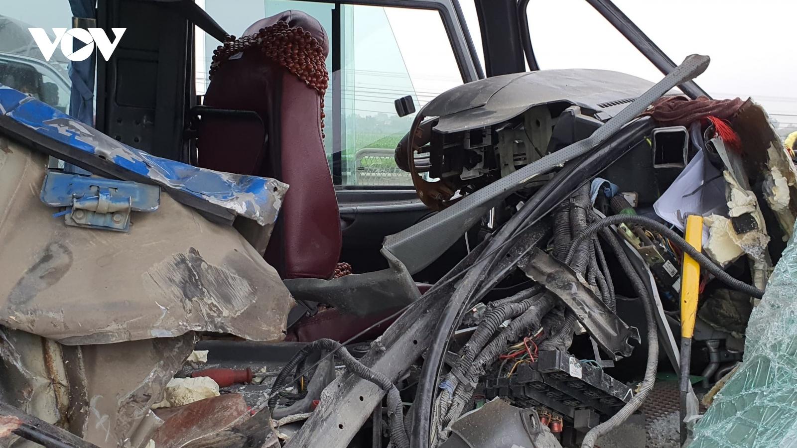 Vụ tai nạn kinh hoàng ở Nghệ An: Xe khách chở người đi lễ đầu năm