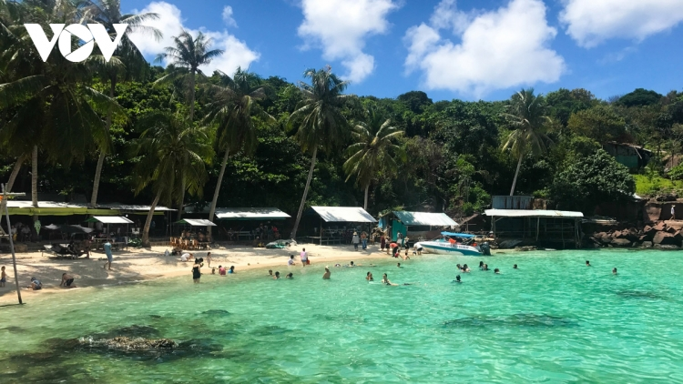 Visitors book tours to southern resorts for upcoming national holiday