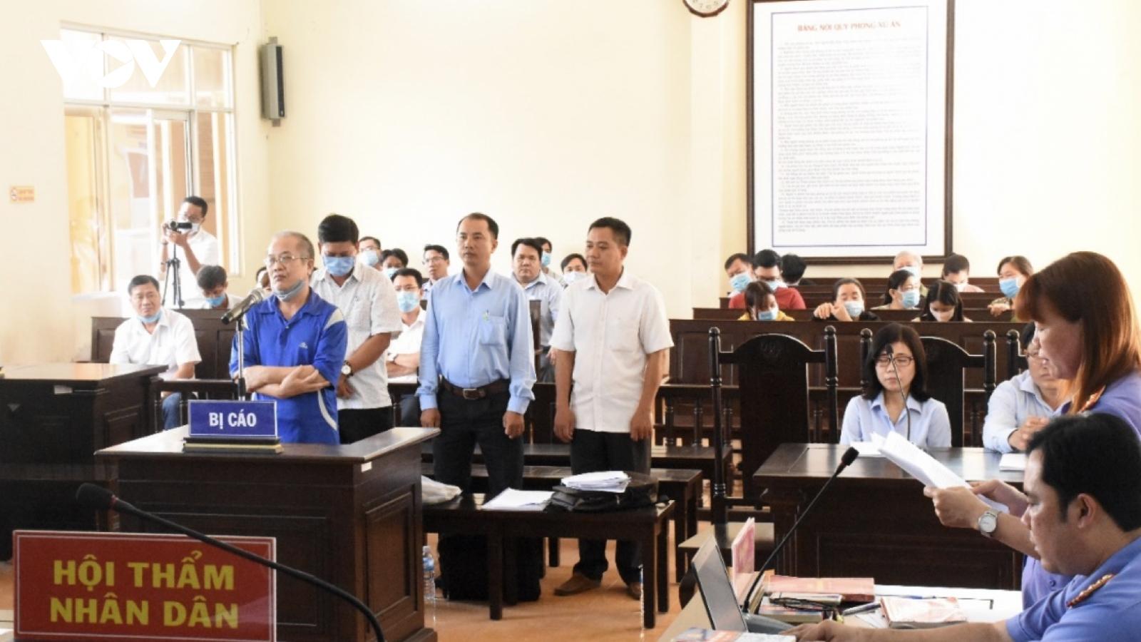Nguyên giám đốc trung tâm ở Bạc Liêu vàthuộc cấp lĩnh án nặng