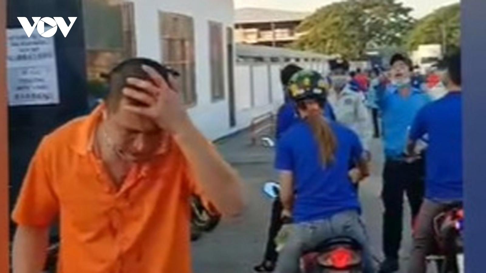 Nam công nhân ở Bình Dương bị bảo vệ công ty đánh dã man