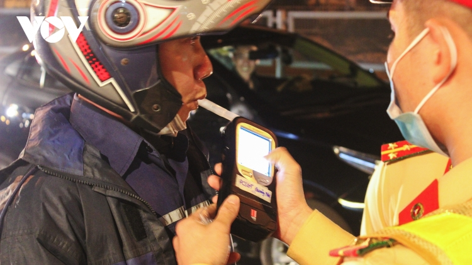 """CSGT Quảng Ninh kiểm tra nồng độ cồn, nhiều tài xế vi phạm """"kịch khung"""""""