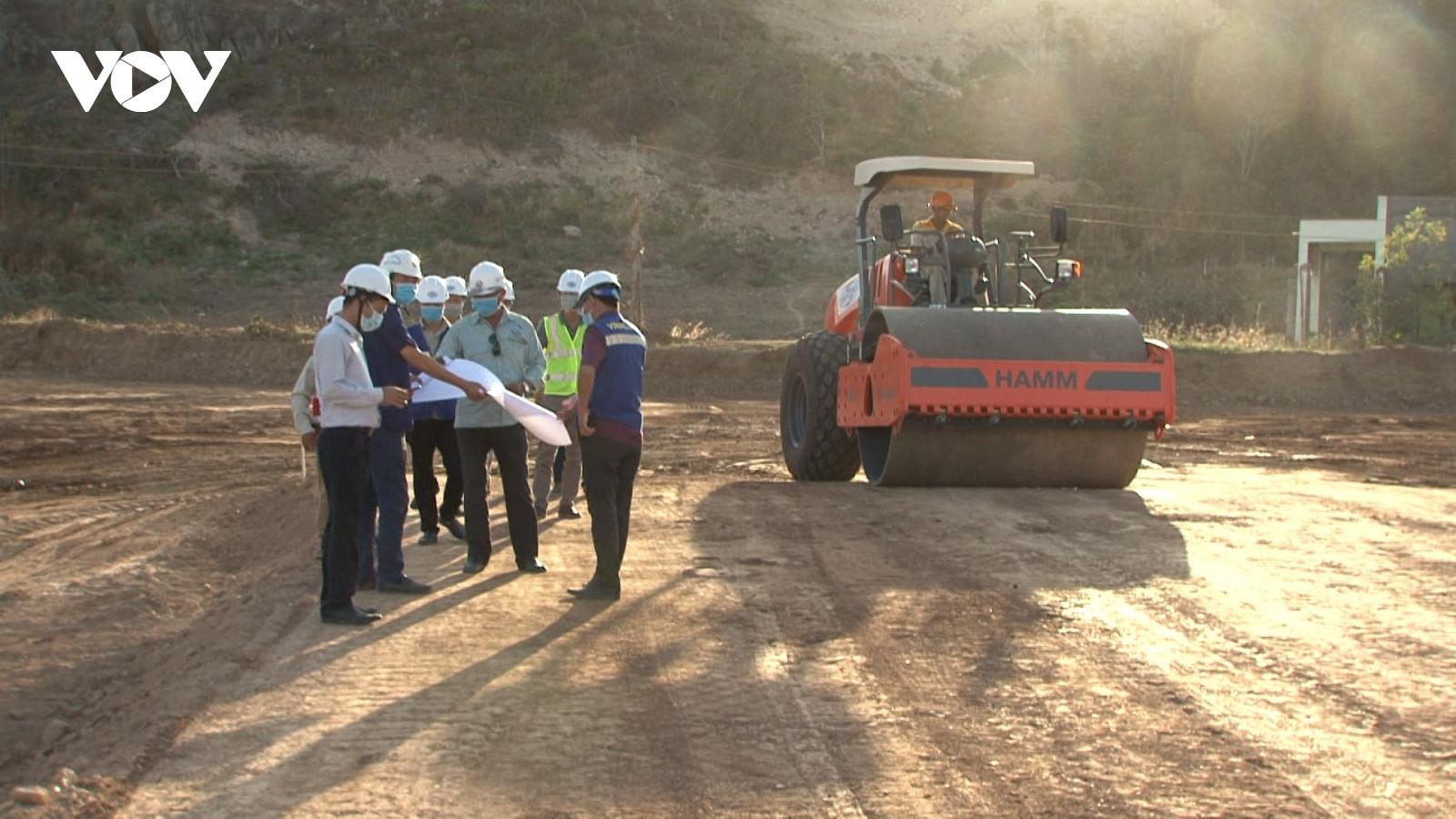 Mỏ đất, đá có ở khắp nơi, tại sao cao tốc Bắc-Nam lại thiếu vật liệu thi công?
