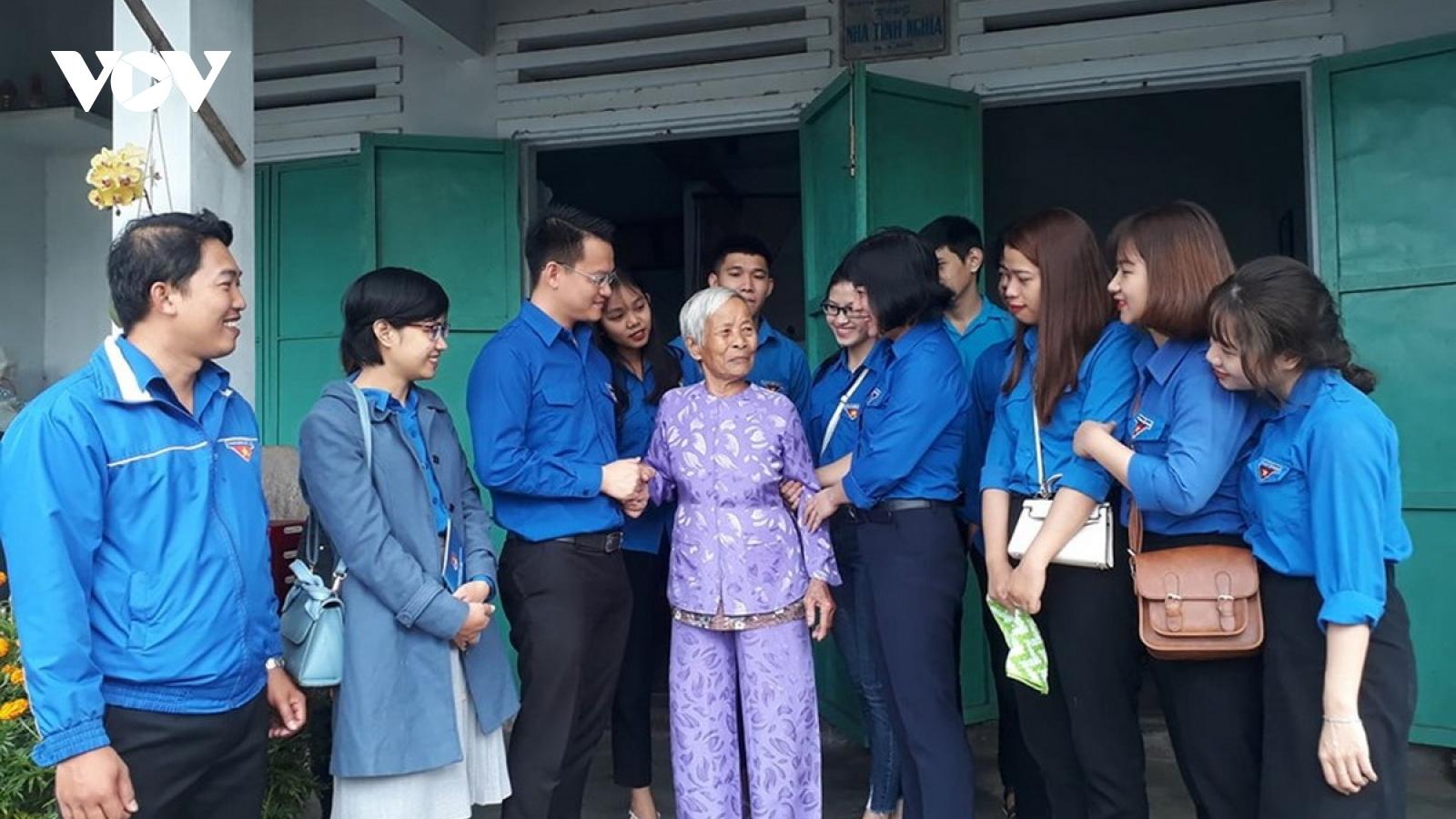 Tặng 10 nhà nhân ái cho sinh viên hoàn cảnh khó khăn