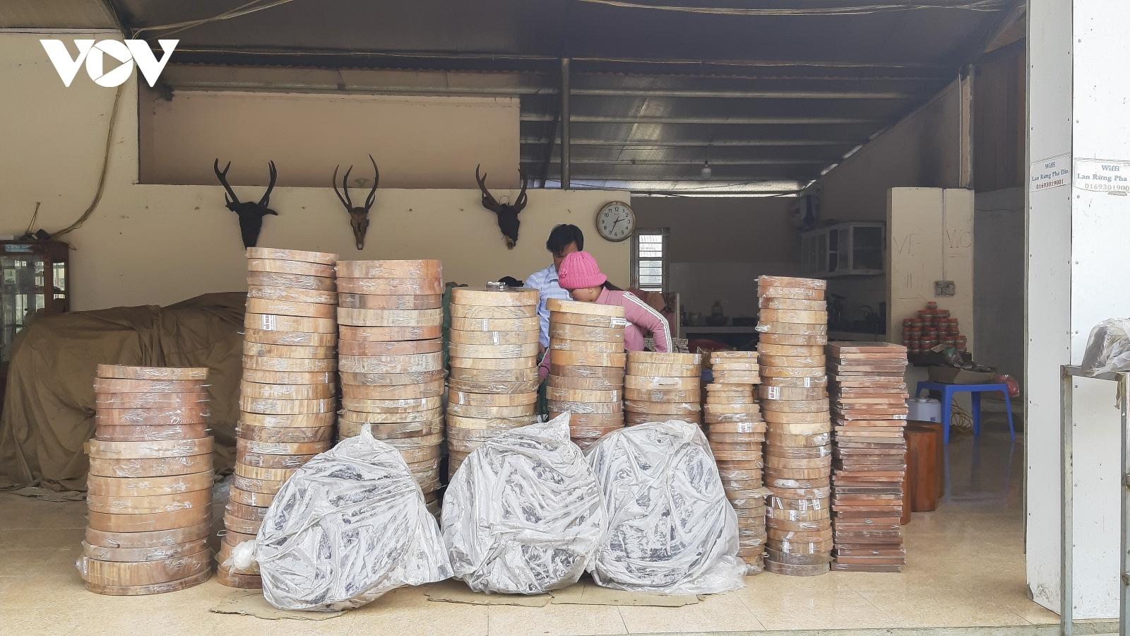 Sơn La kiểm tra việc buôn bán thớt gỗ nghiến trên đèo Pha Đin qua phản ánh của VOV