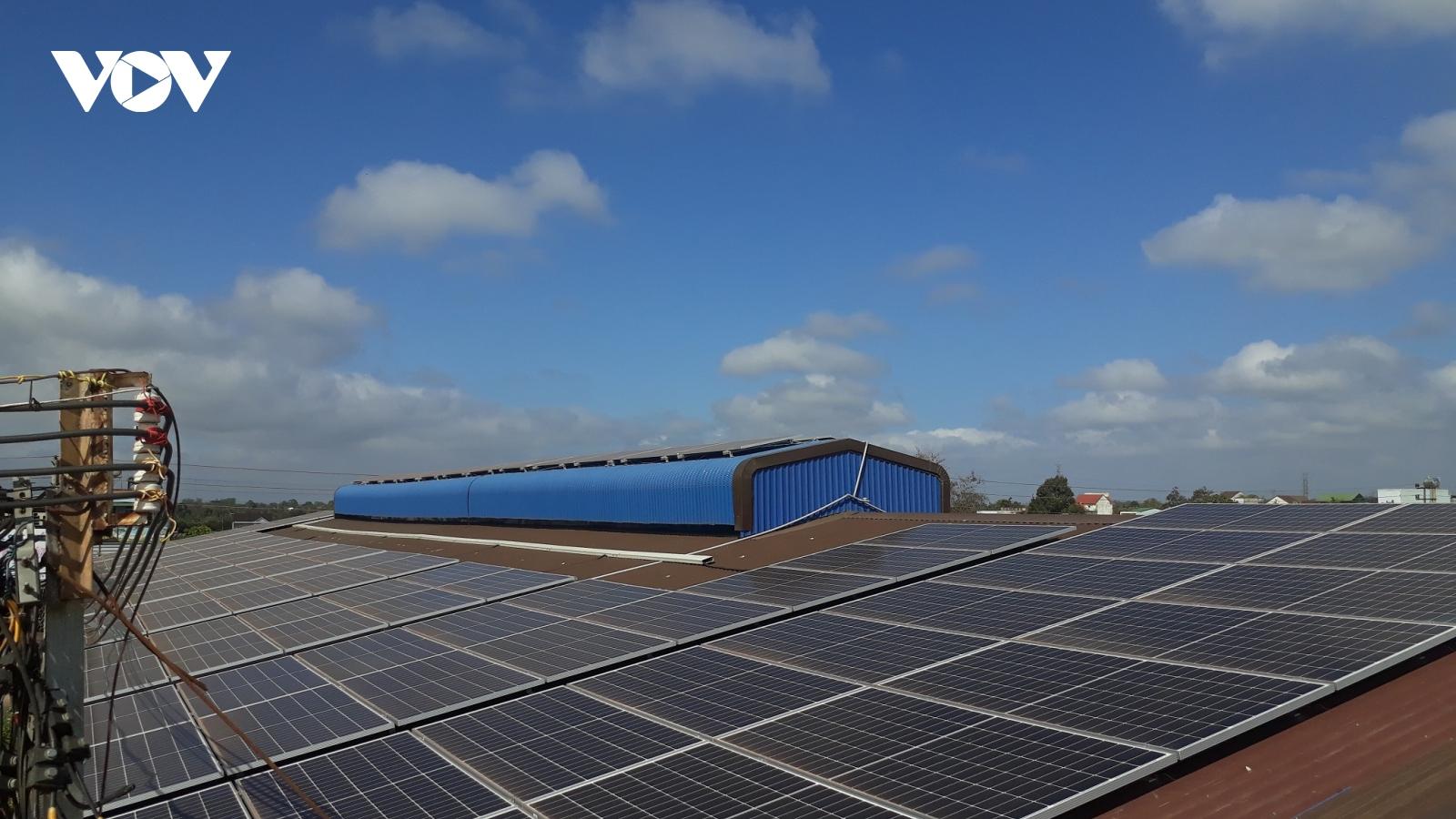 Bùng nỗ điện mặt trời áp mái, nhiều dự án phải tiết giảm phát điện