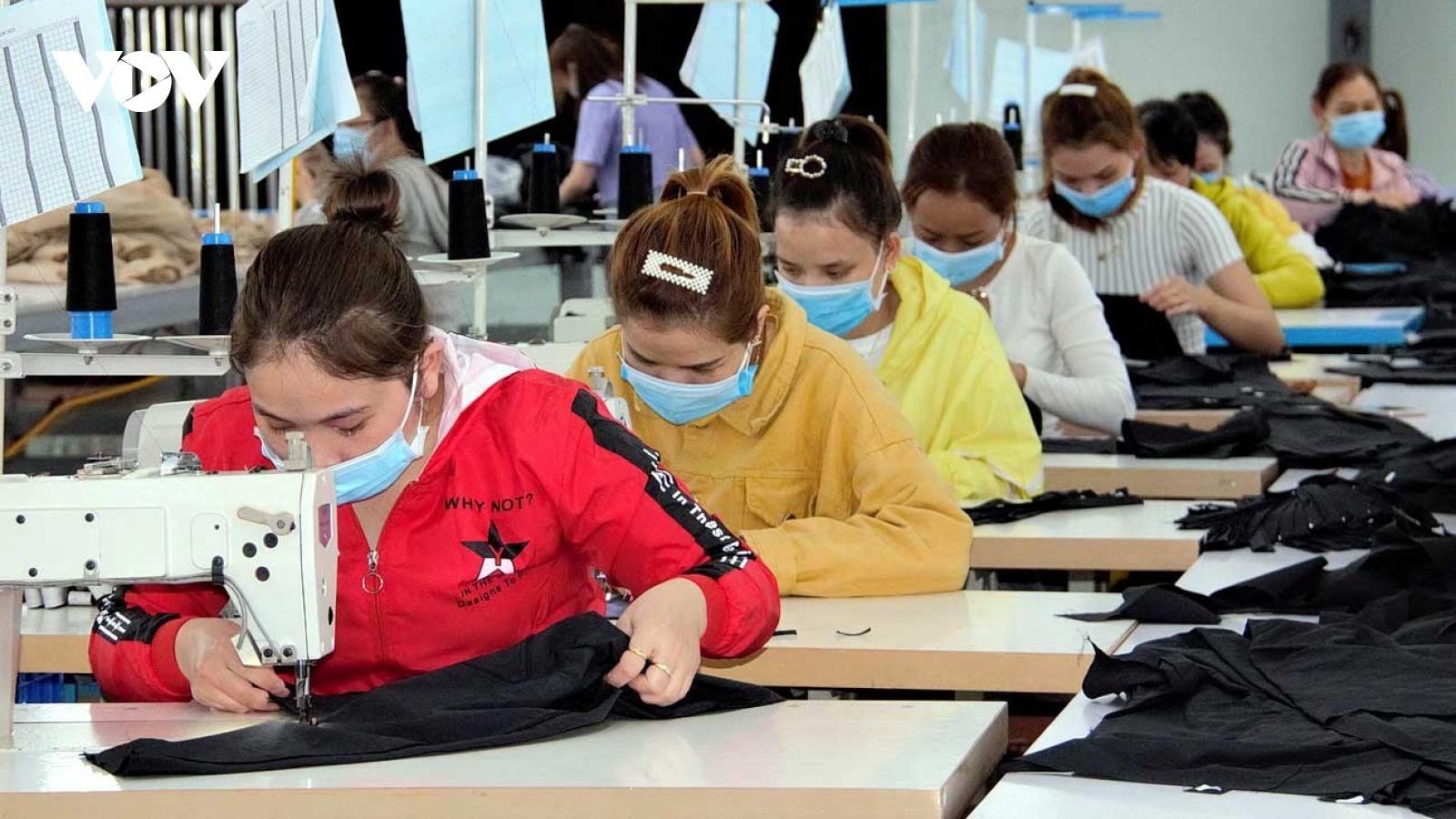 Doanh nghiệp Bình Định giữ chân công nhân duy trì sản xuất