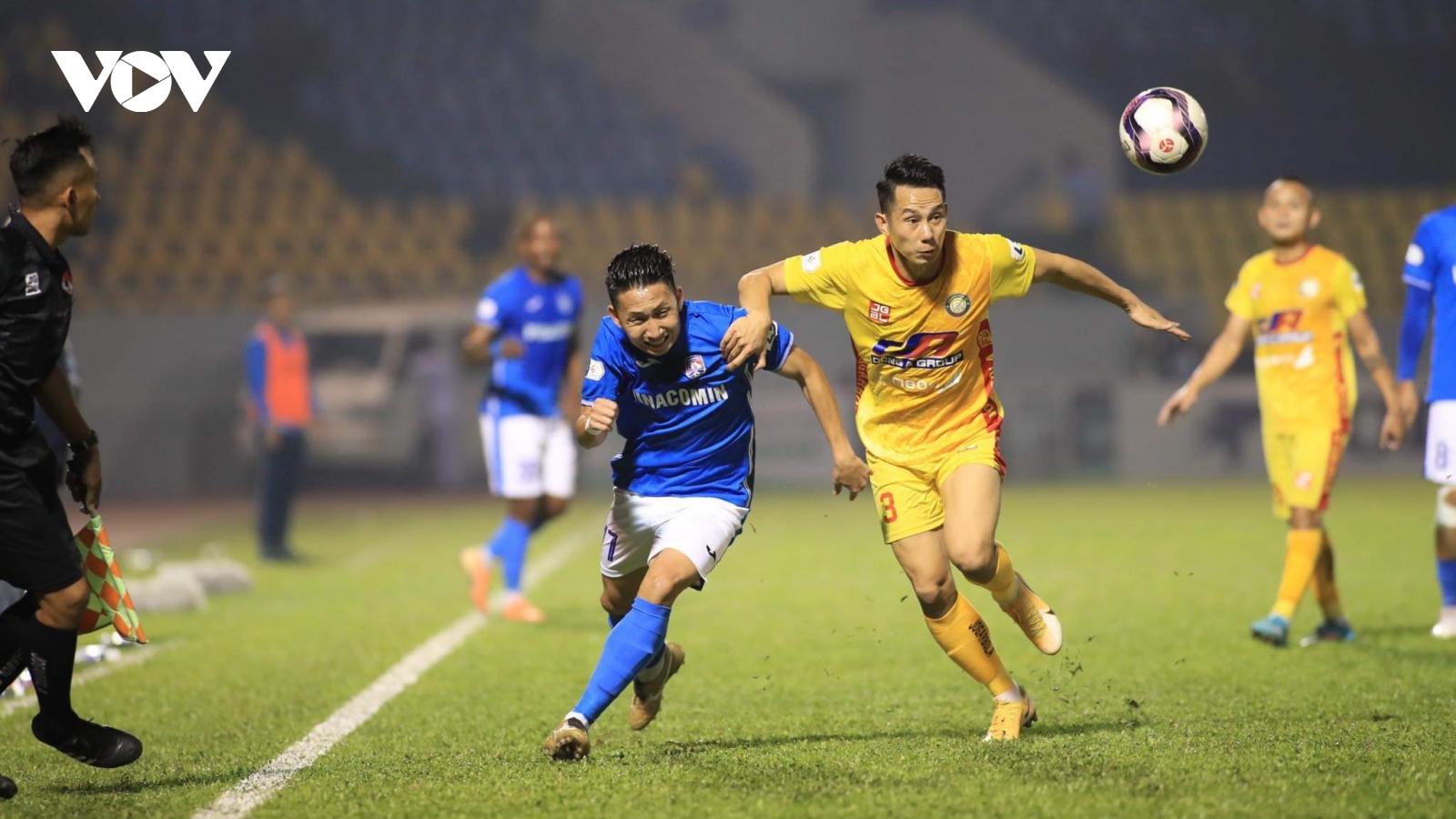 V-League 2021: Than Quảng Ninh vượt mặt Hà Nội FC, Hà Tĩnh thắng trận đầu tiên