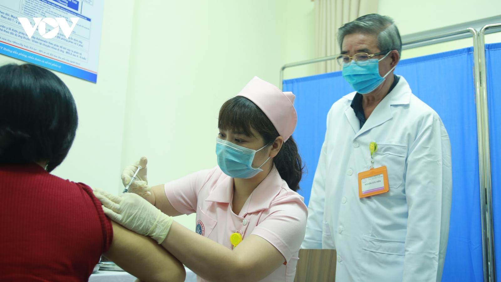 Sáng 23/3, 15 tình nguyện viên tiếp theo tiêm vaccine COVIVAC