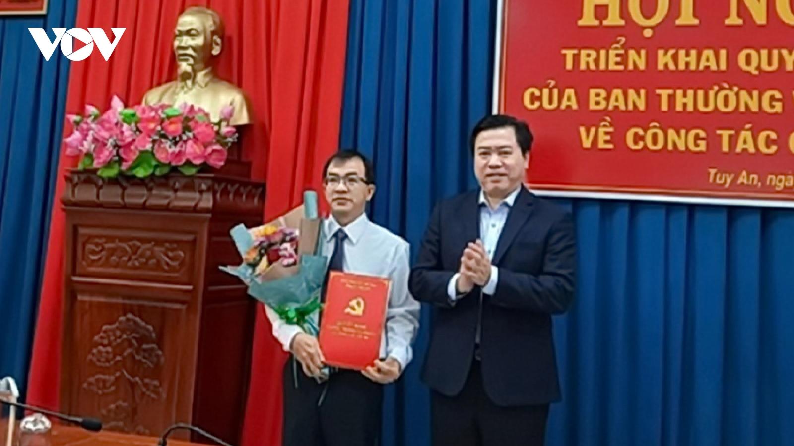 Ông Huỳnh Văn Khoa giữ chức vụ Phó Bí thư Huyện ủy Tuy An, tỉnh Phú Yên