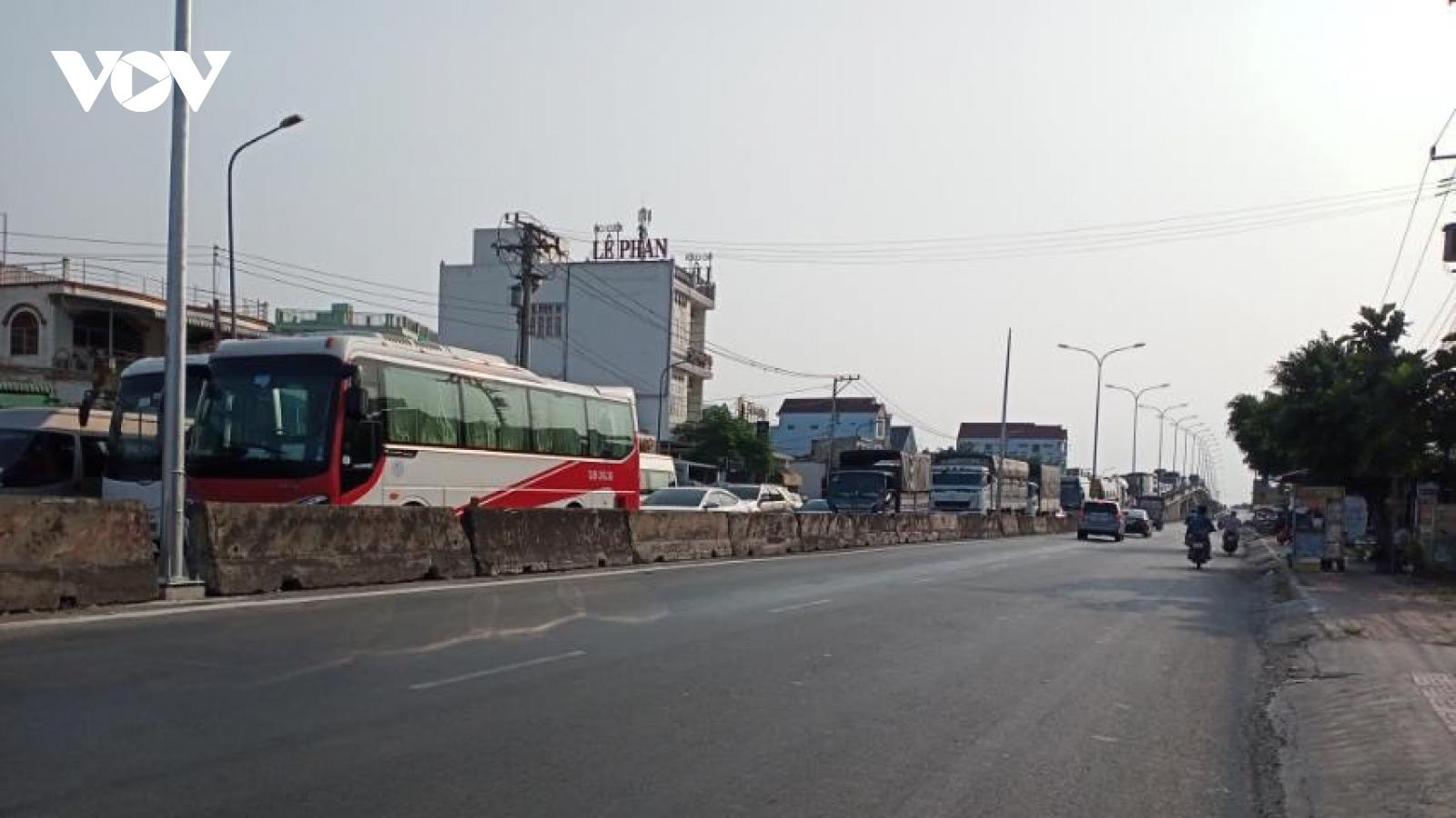 Tiền Giang kẹt xe nghiêm trọng trên Quốc lộ 1