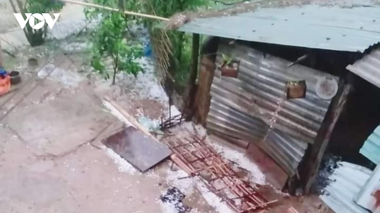 Mưa đá lớn tại Điện Biên gây thiệt hại về nhà cửa, hoa màu