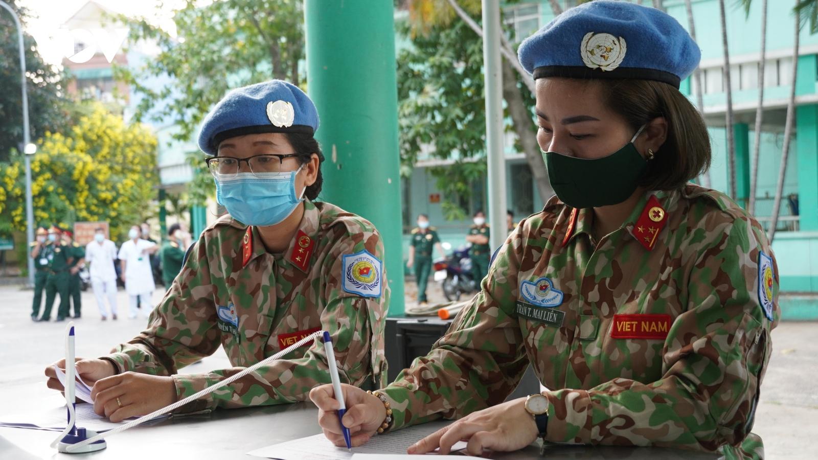 Tiêm vaccine Covid-19 cho các quân nhân chuẩn bị nhận nhiệm vụ tại Nam Sudan