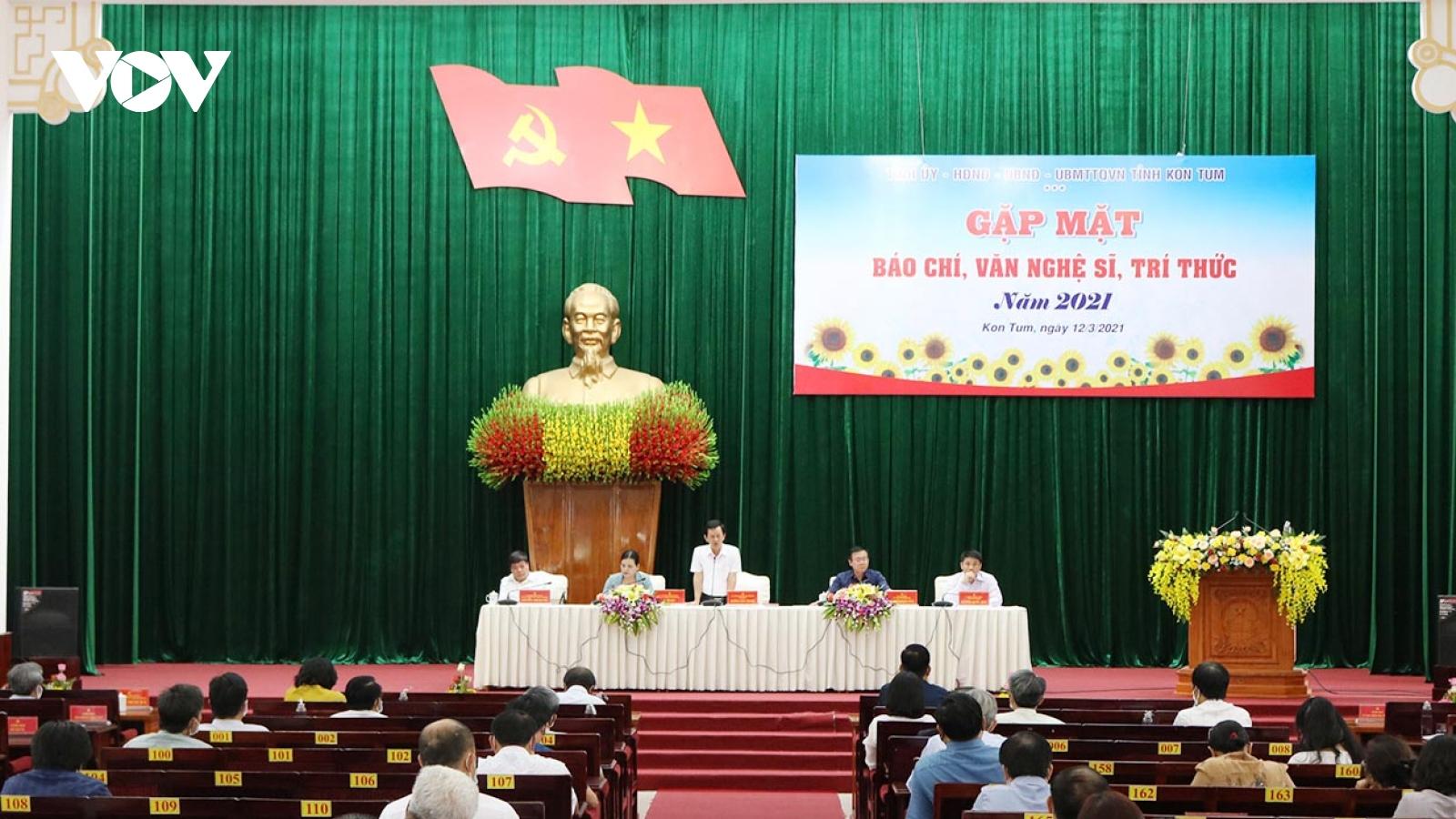 Sau gần 10 năm Kon Tum lại tổ chức gặp mặt báo chí, văn nghệ sĩ, trí thức đầu năm