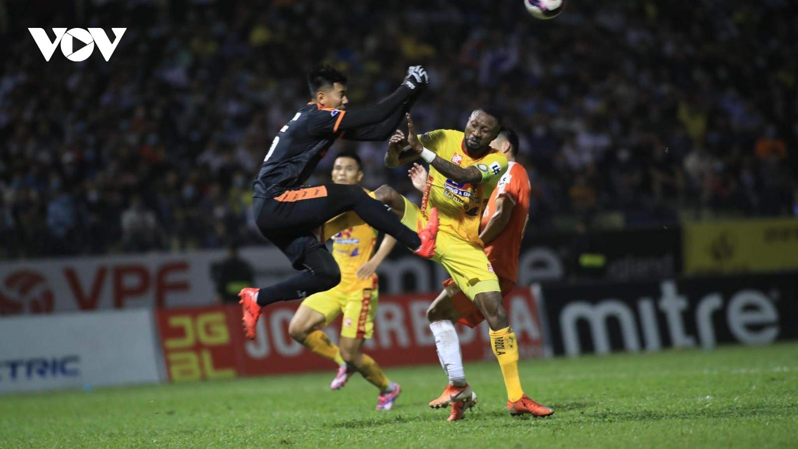 Đạp tuyển thủ Việt Nam, Hoàng Vũ Samson bị treo giò 3 trận