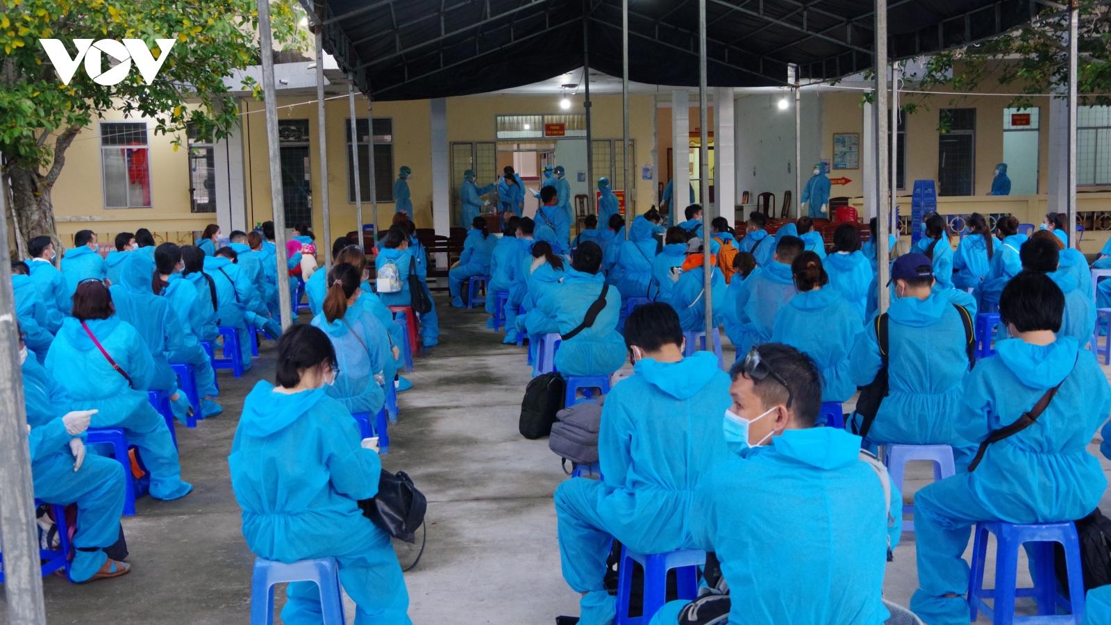 155 công dân Việt Nam từ Đài Loan (Trung Quốc) về Sóc Trăng âm tính lần 1 với SARS-CoV-2