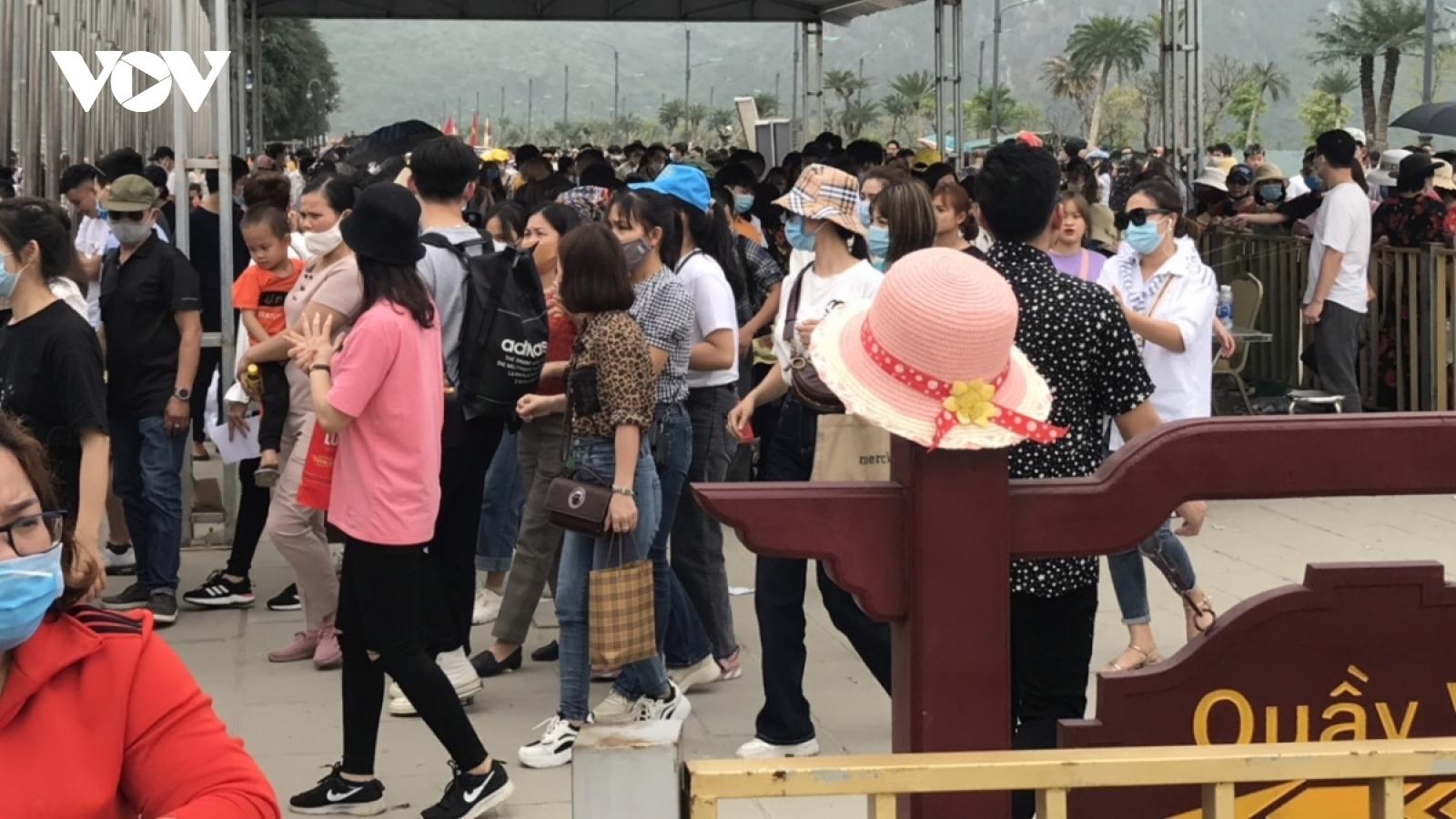 Bộ Văn hoá ra văn bản nhắc nhở sau hiện tượng quá tải ở chùa Tam Chúc