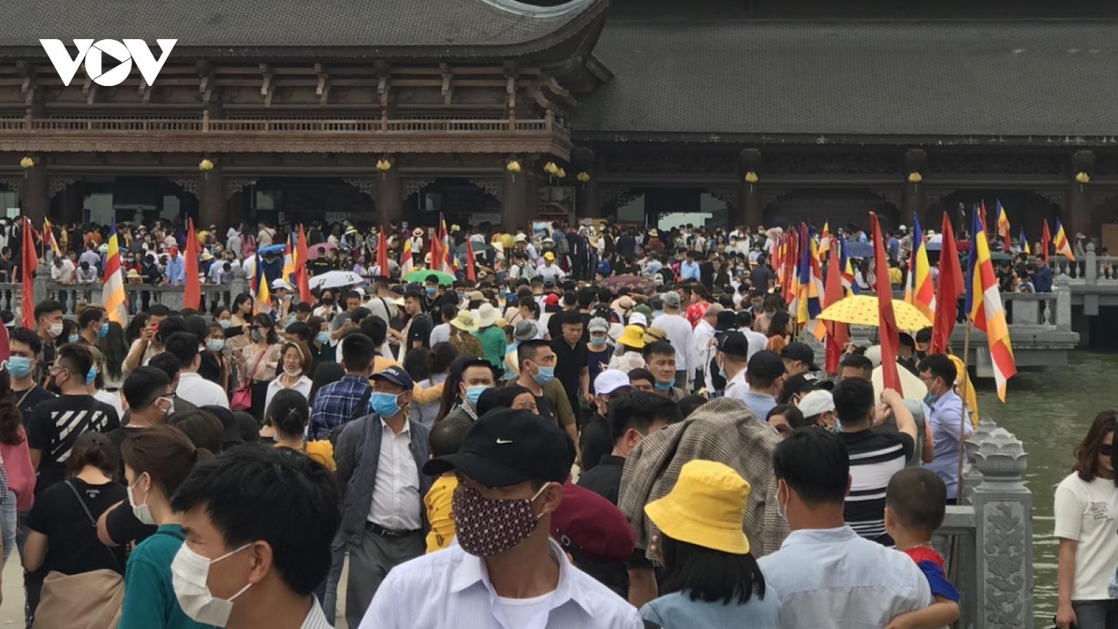 Tăng cường các biện pháp cấp bách phòng, chống dịch Covid-19 tại chùa Tam Chúc