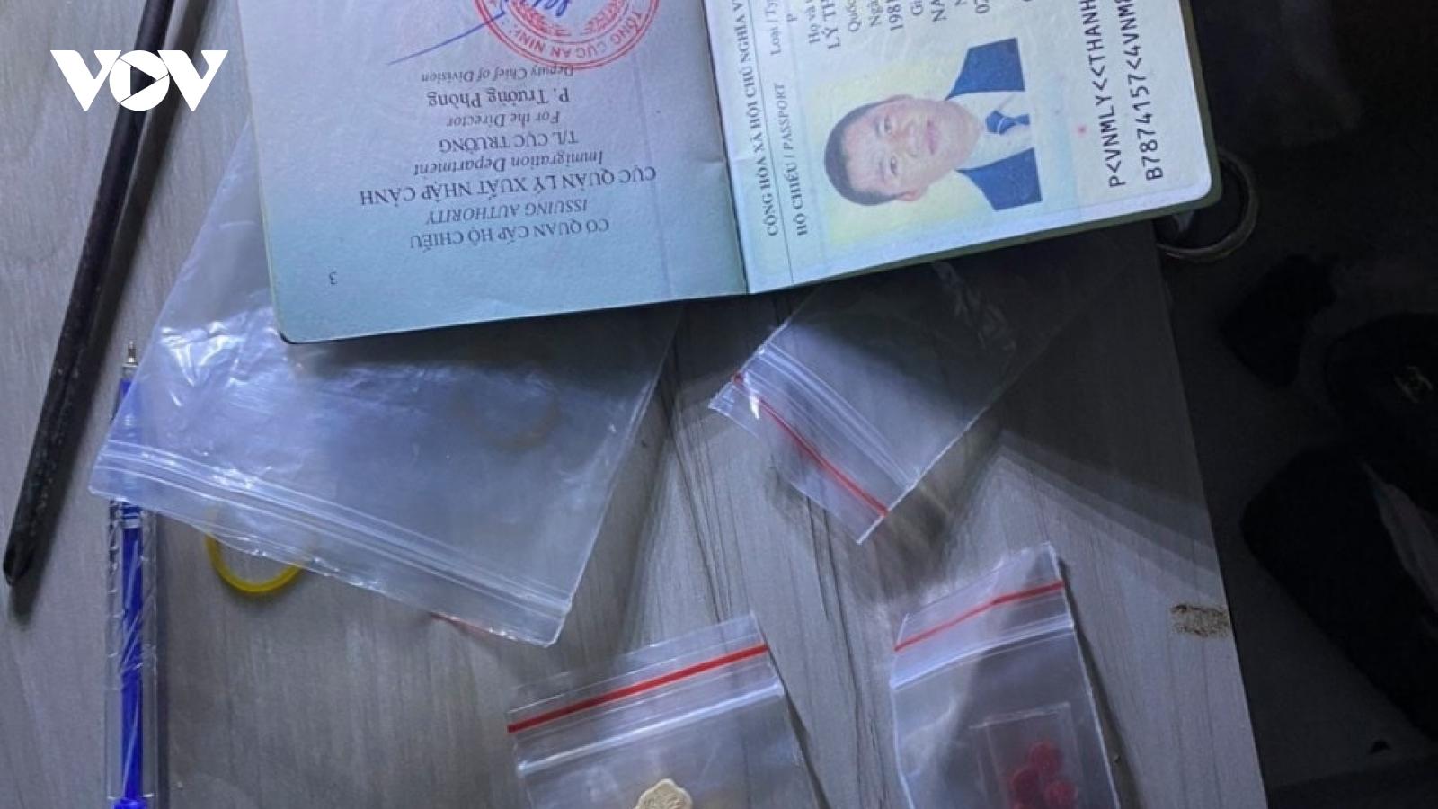 Tiền Giang bắt 2 đối tượng tàng trữ, mua bán hơn nửa ký ma túy