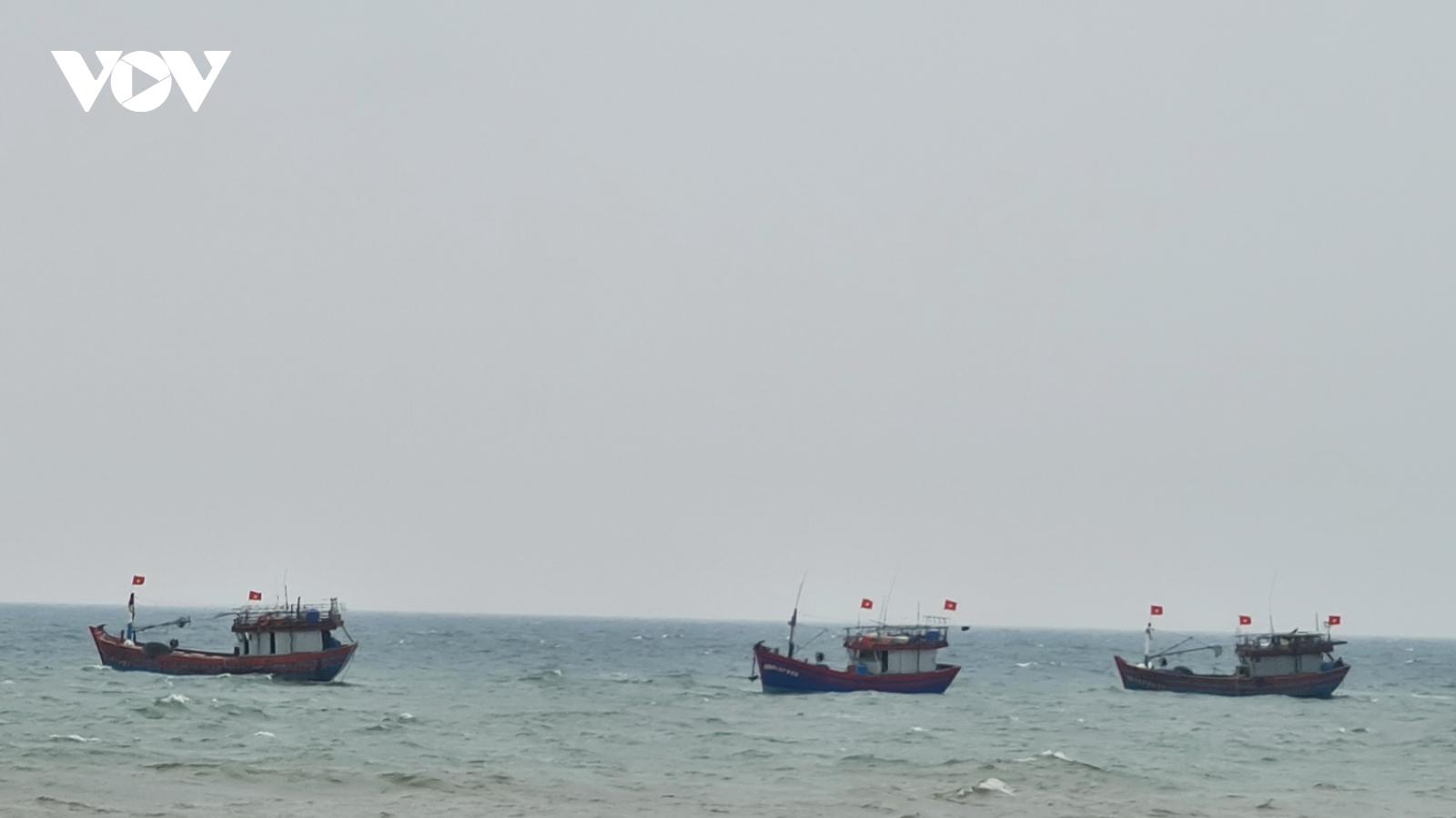 Tàu cá Quảng Bình bị chìm sau khi va chạm với tàu hàng
