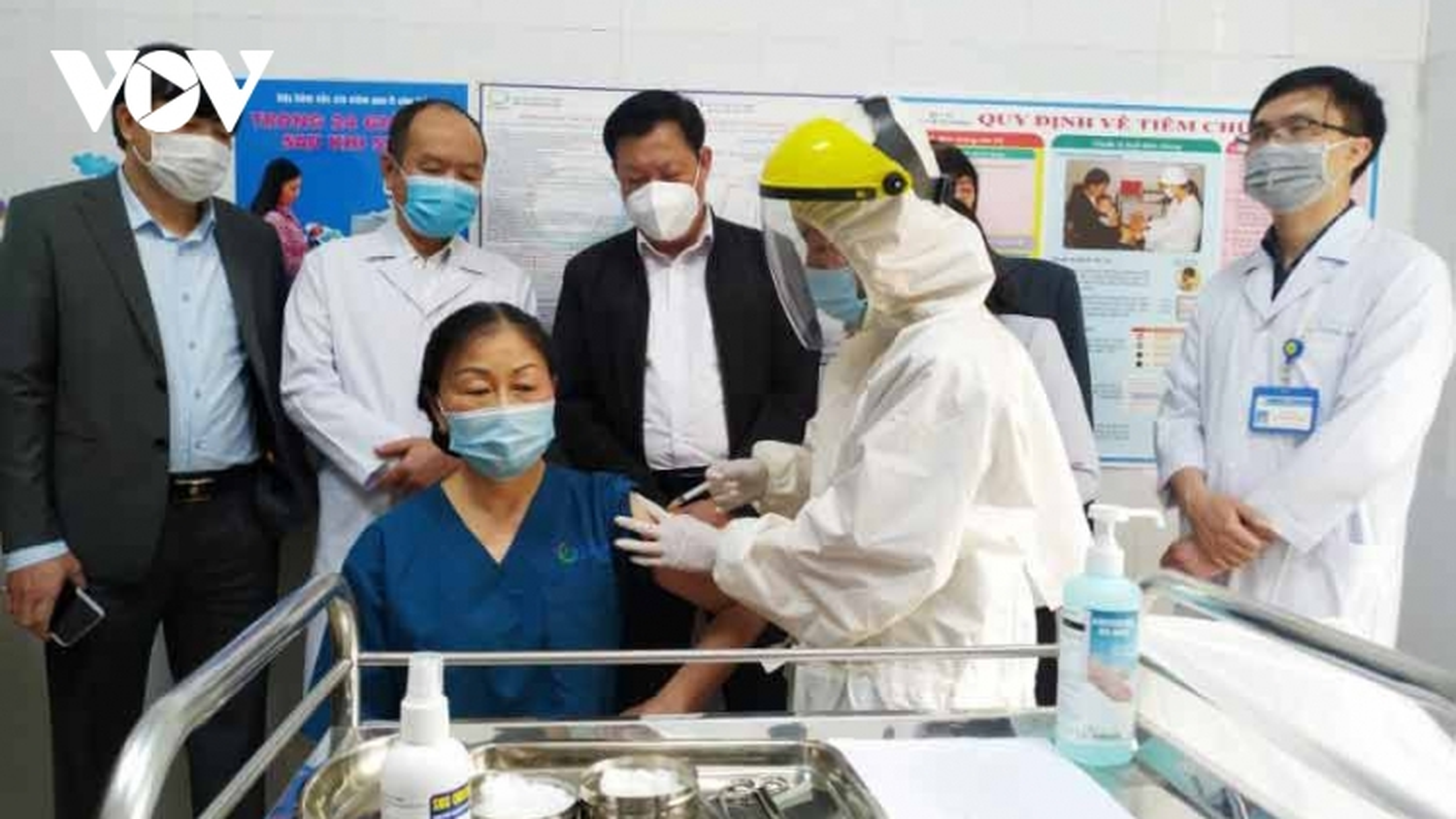 Ngày đầu tiên tiêm vaccine Covid-19 ở Quảng Ninh
