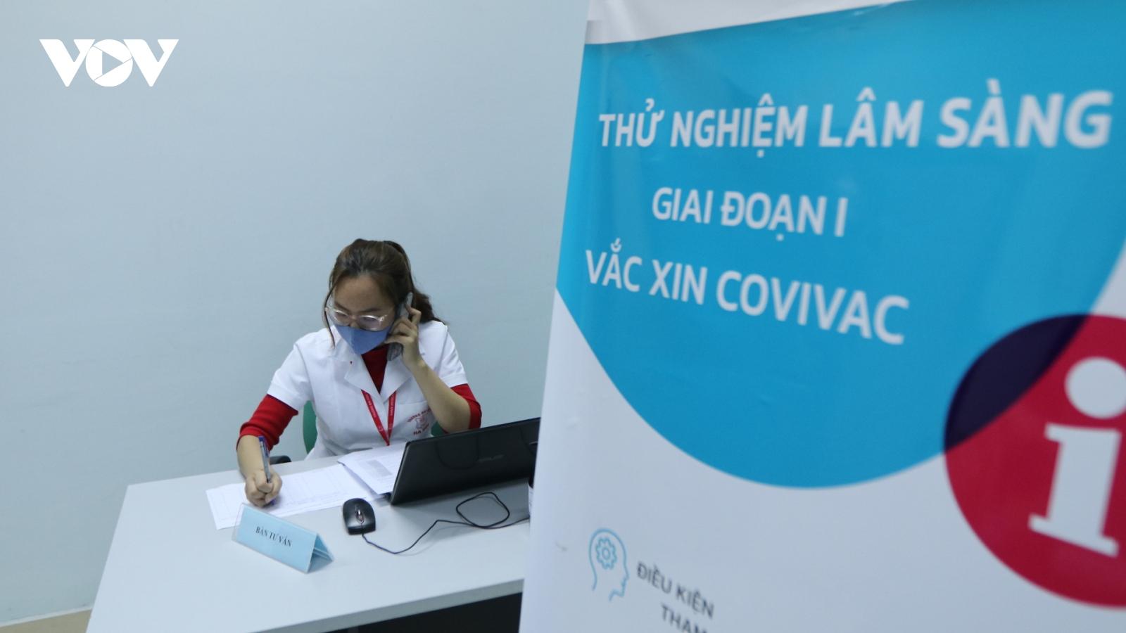 Nam tiếp viên hàng không giấu gia đình đăng ký tiêm vaccine COVIVAC