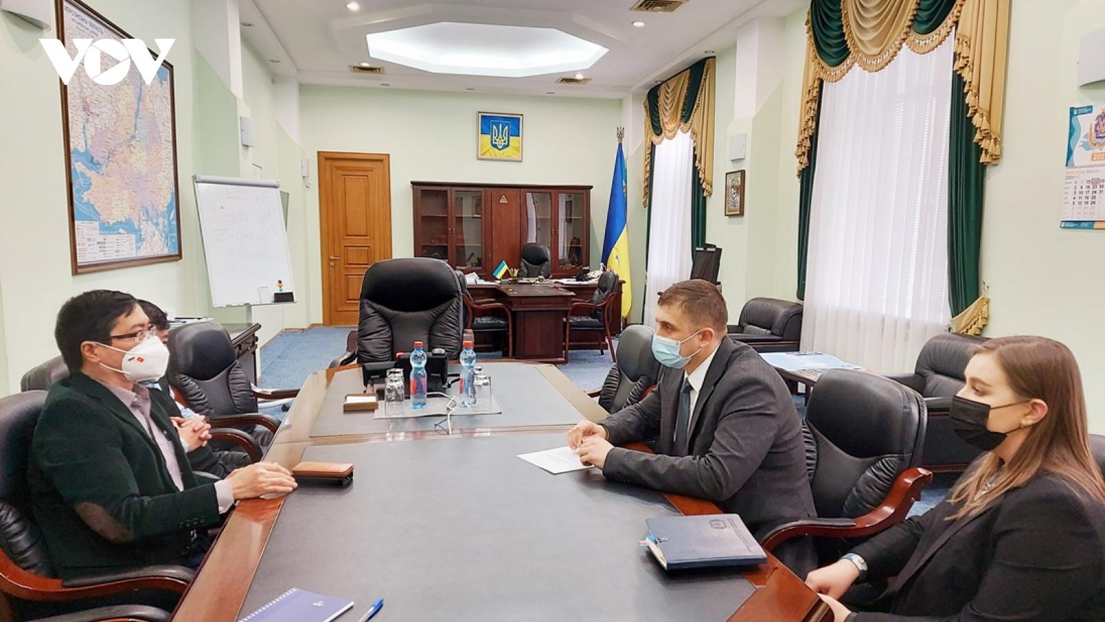 Đại sứ Việt Nam tại Ukraine gặp gỡ cộng đồng người Việt ở miền Nam đất nước