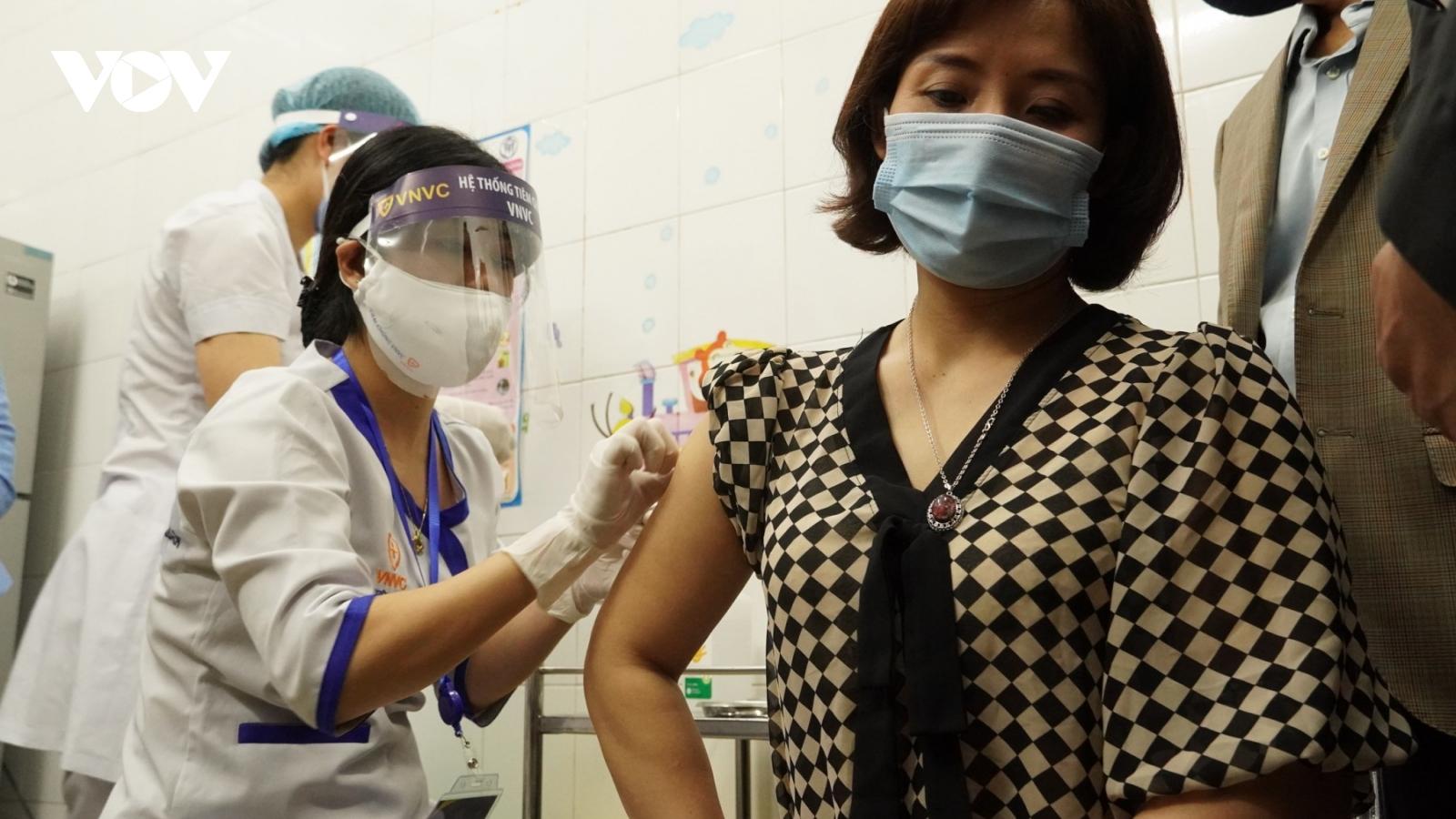 Hơn 200 người ở Hải Dương tiêm vaccine COVID-19 đợt 1 sức khỏe đều ổn định