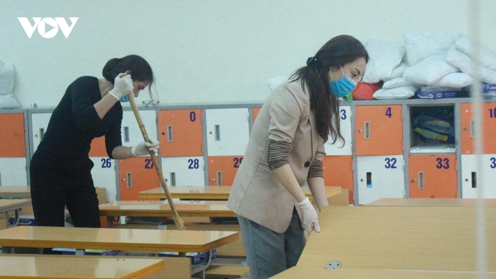 Trường học vệ sinh khử trùng, sẵn sàng đón học sinh đi học trở lại sau Tết âm lịch