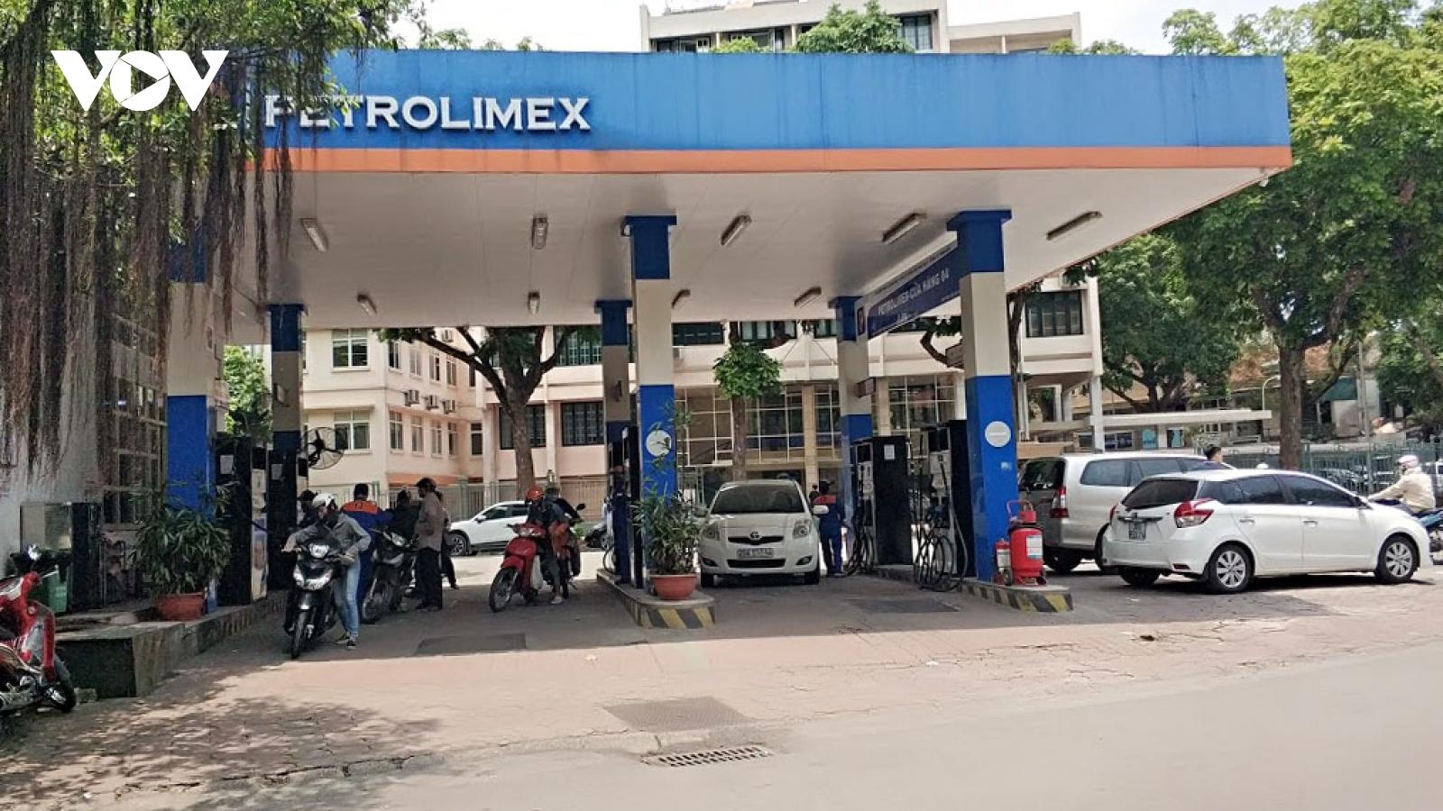 Giá xăng, dầu đồng loạt giảm sau nhiều lần tăng