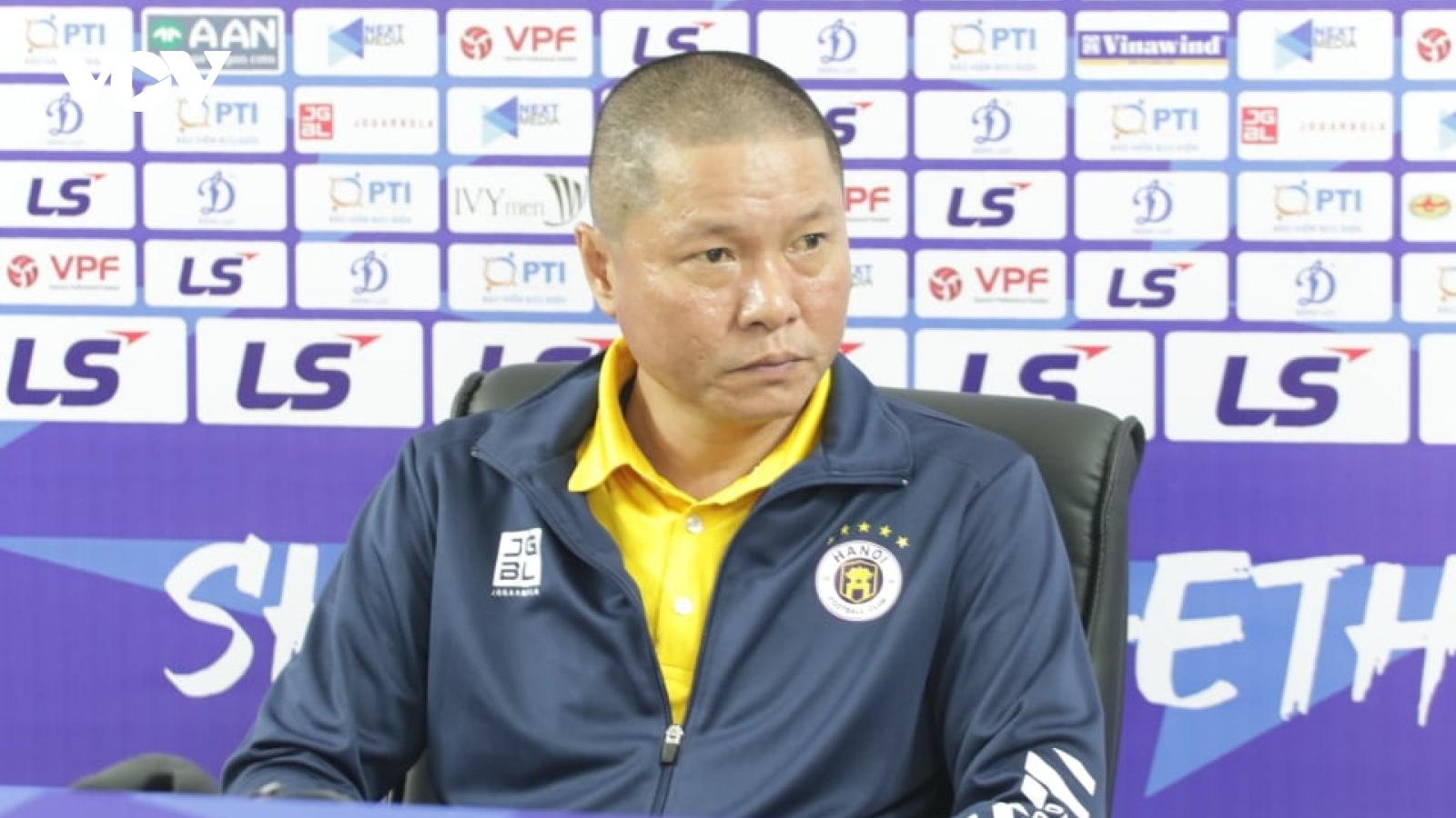 Duy Mạnh, Thành Lương cùng dàn sao Hà Nội FC tri ân HLV Chu Đình Nghiêm