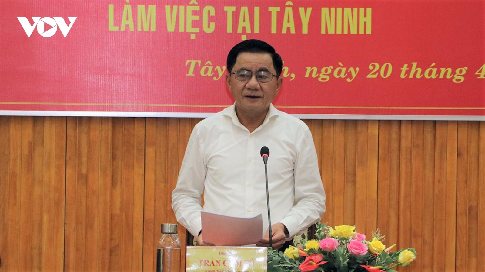 Chủ nhiệm Uỷ ban Kiểm tra T.Ư Trần Cẩm Tú kiểm tra công tác bầu cử tại Tây Ninh
