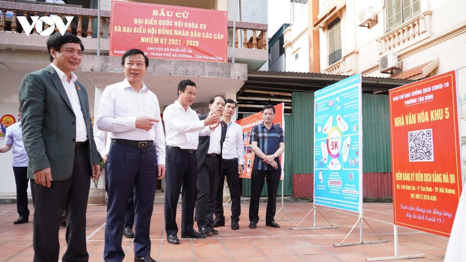 Phó Chủ tịch Quốc hội Nguyễn Khắc Định kiểm tra công tác bầu cử tại Hải Dương