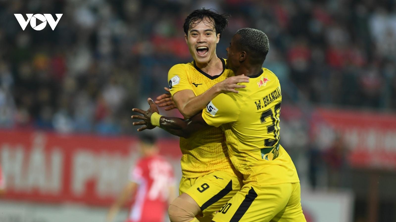 Vòng 7 V-League 2021: Hà Nội FC thất thủ, HAGL nối dài mạch trận thắng