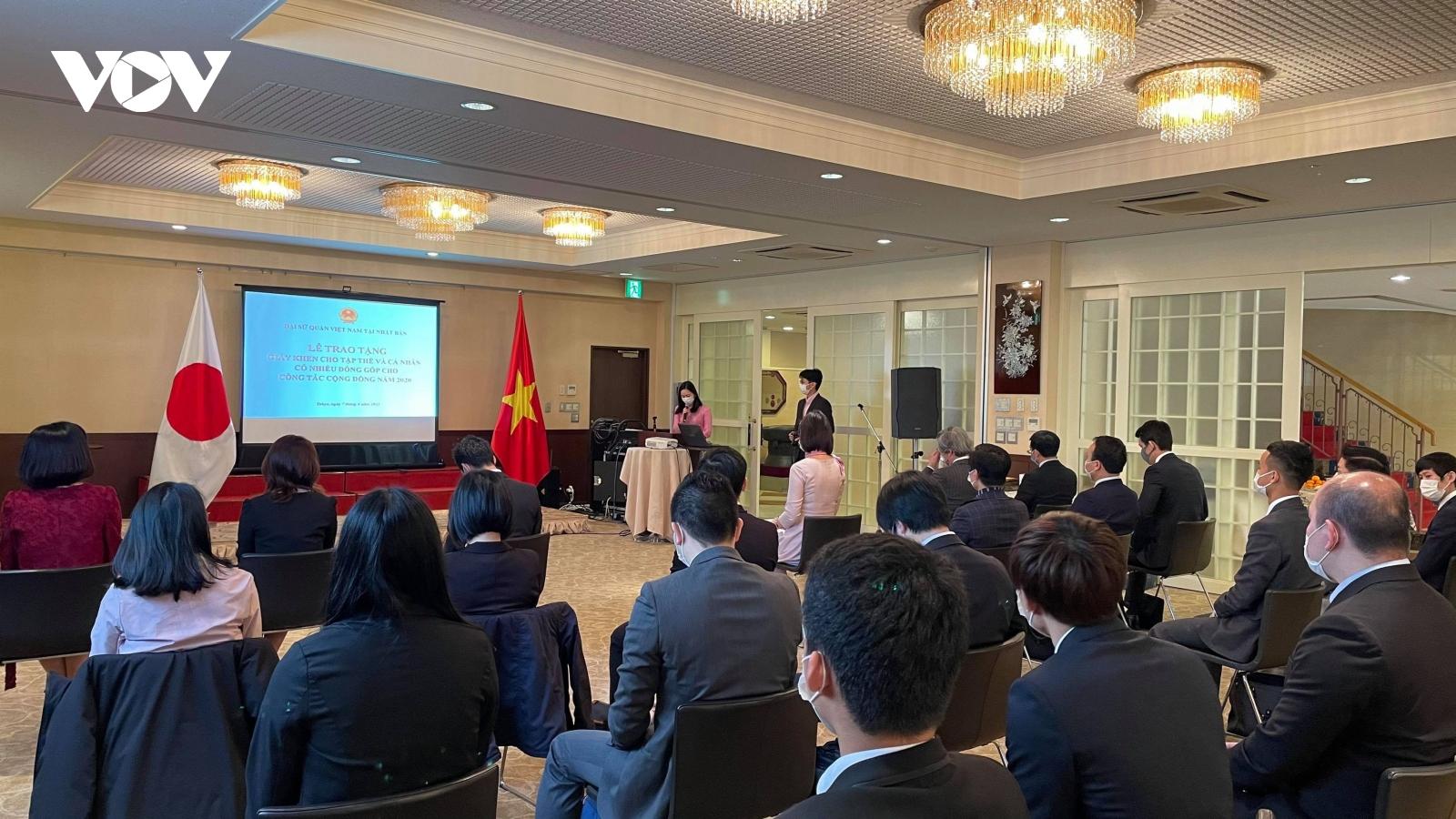 ĐSQ Việt Nam tại Nhật Bản khen thưởng tập thể, cá nhân đóng góp nhiều cho cộng đồng