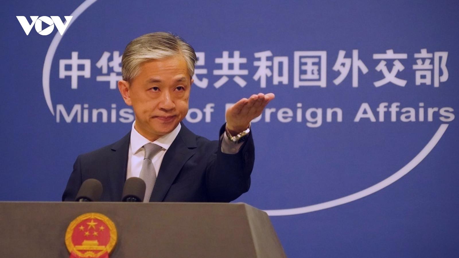 """Trung Quốc """"giao thiệp nghiêm khắc"""" về Sách Xanh ngoại giao của Nhật Bản"""