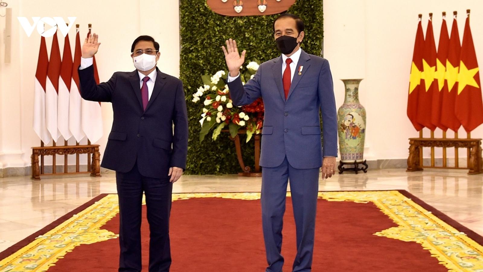 Thủ tướng Phạm Minh Chính chào xã giao Tổng thống Indonesia Joko Widodo