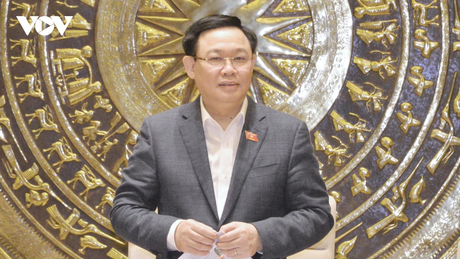 Chủ tịch Quốc hội Vương Đình Huệ làm việc với Ủy ban Kinh tế