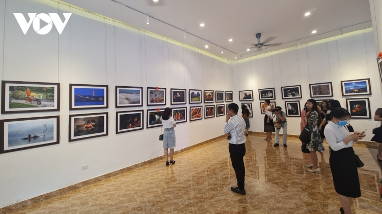 Photo exhibition on Buddhism and life opens in Hanoi