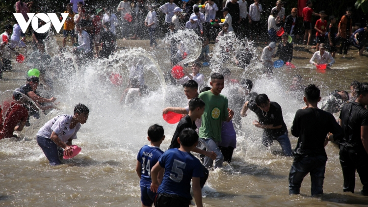 Then Kin Pang festival in northwestern region excites crowds