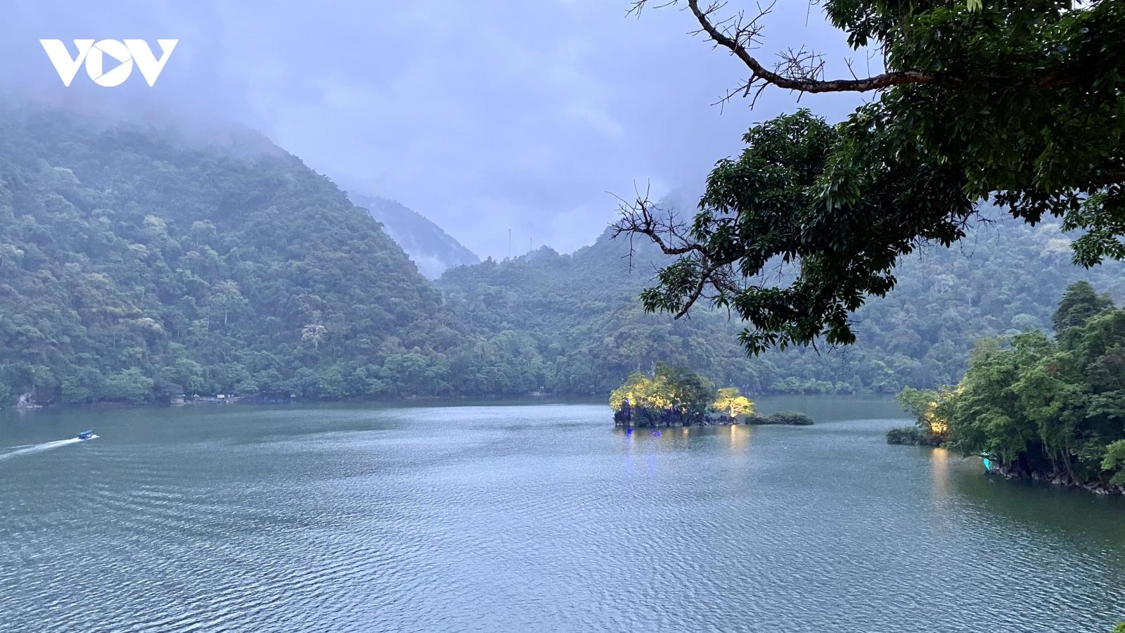 Bắc Kạn đón khách đến hồ Ba Bể và kiểm dịch chặt chẽ
