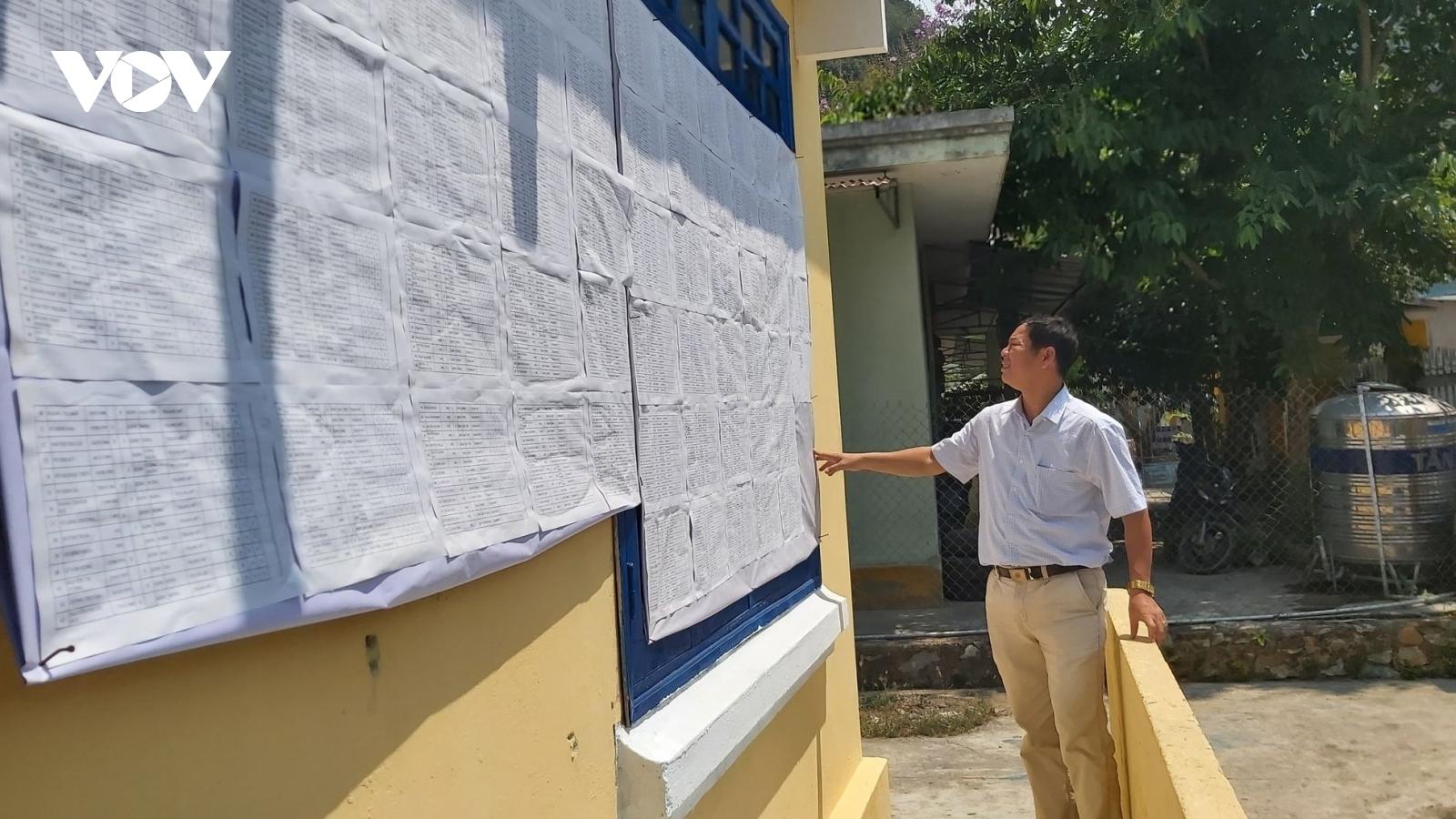 """Bầu cử ở miền núi Quảng Nam: """"Gặp ở đâu tuyên truyền ở đó"""""""